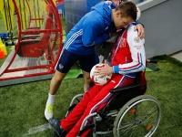 Болельщик-инвалид посетил тренировку