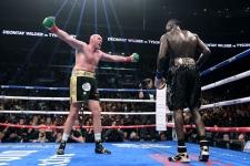 Усик сделает очередной шаг к величию и ещё 9 главных боёв мая в боксе и ММА