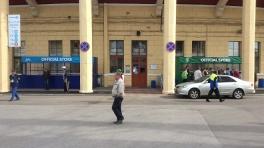 Теперь на Петровском соседствуют магазины «Зенита» и «Тосно»
