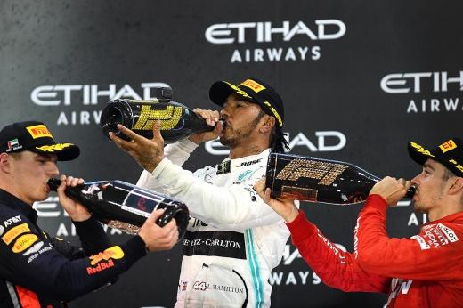 Лучшие пилоты Формулы-1: Квят в топ-10, Ферстаппен впереди Хэмилтона