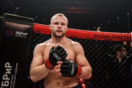 Александр Шлеменко победил Дэвида Бранча удушающим 14 декабря, Екатеринбург