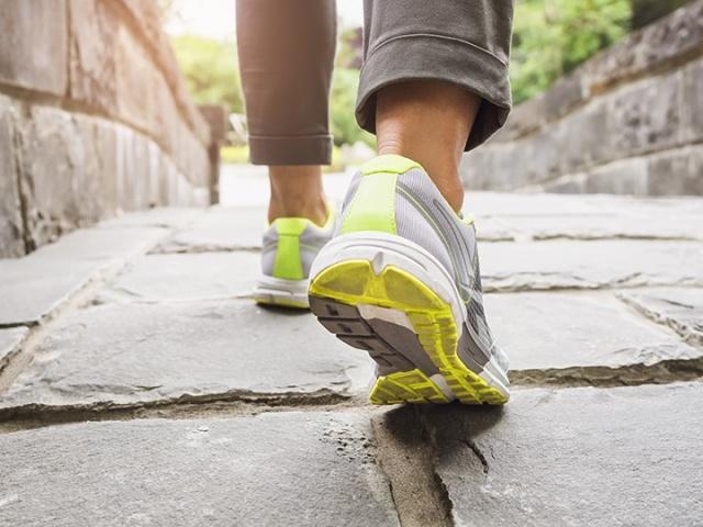 «Мокрый тест»: как выбрать правильные беговые кроссовки?