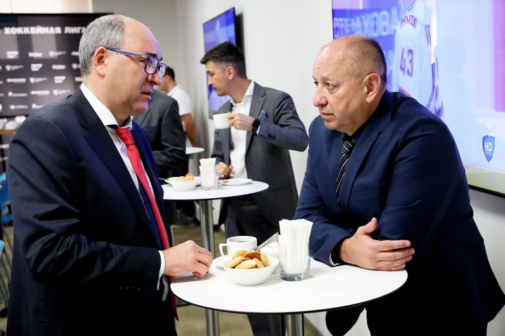 Что не так с потолком зарплат КХЛ, Овечкин не вернётся играть в Россию