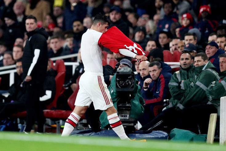 Гранит Джака послал фанатов «Арсенала» после своей замены, видео