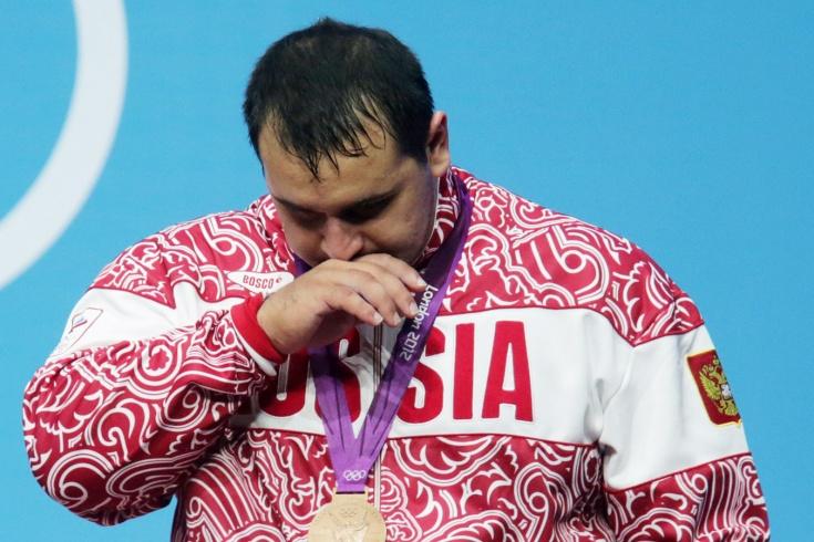 Более 40 российских тяжелоатлетов заподозрили в на