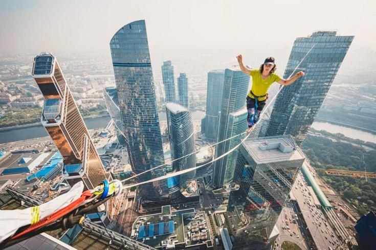 Мировой рекорд на канате между башнями «Москва-Сит