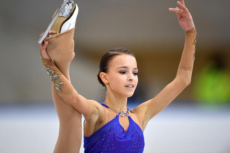 Щербакова выиграла короткую программу, Туктамышева опять упала на Гран-при