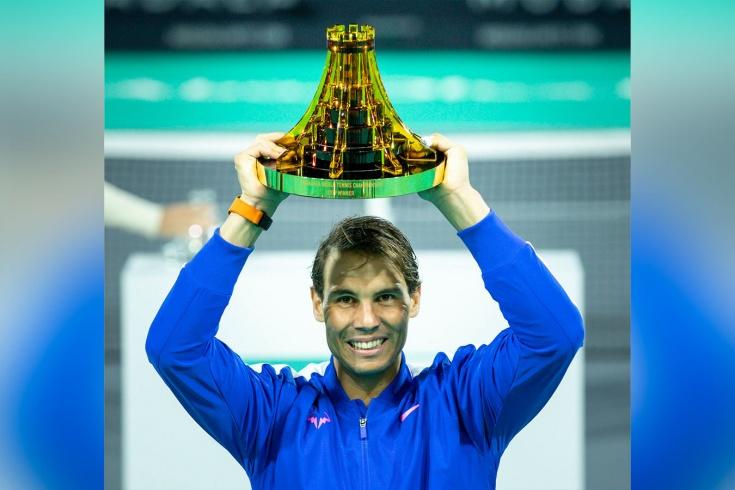 Надаль вырвал победу у Циципаса в финале турнира в Абу-Даби
