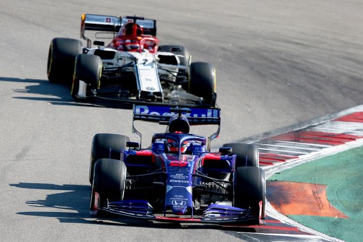 Квят на Гран-при России выиграл шикарную дуэль