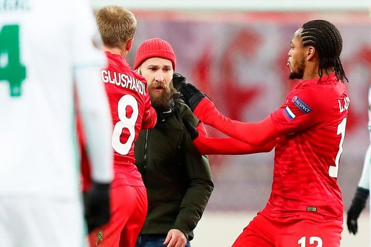Avroliqa matçında rusiyalı futbolçuya hücum edildi -